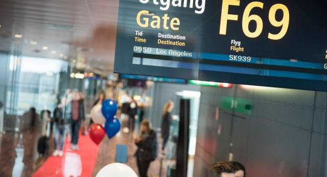 The gate opened and the passengers could soon embark the flight.
