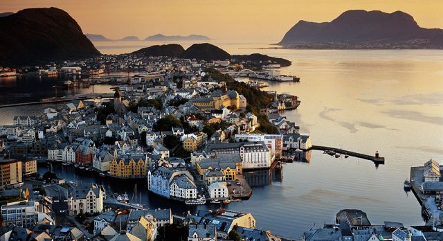 Ålesund with its 45,000 inhabitants is the coastal port in Sunnmøre region, Møre and Romsdal County. Photo: Getty Images