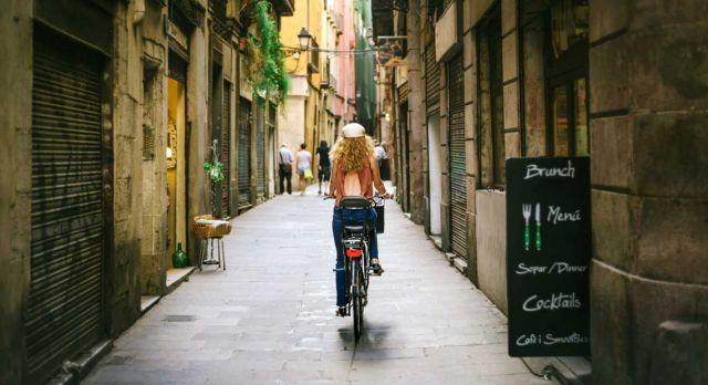 Getting around in Barcelona is easy by bicycle. Photo: Shutterstock.