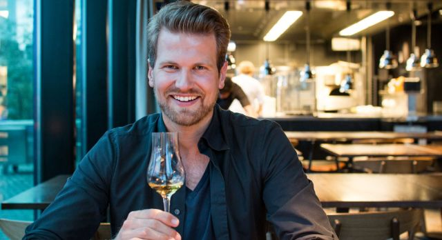Food blogger Anders Husa tries out restaurants.