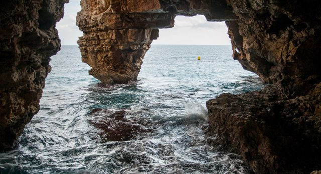 Cala del Moraig is extremely popular with both cave divers and snorkelers. Photo: Aleksandra Olejnik