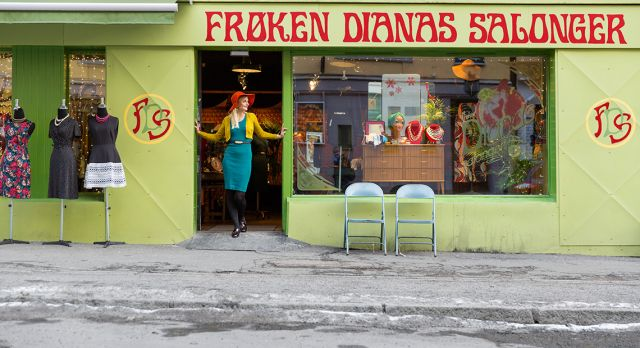 The owner of Frøken Dianas salonger, Elise Dingstad, chooses all the dresses, jewelry, and hats herself for her colorful boutique in Markveien. Photo: Hans Fredrik Asbjørnsen