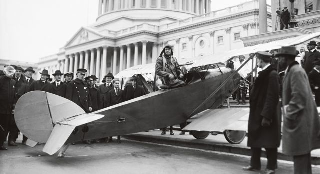 Autopilot inventor Lawrence Sperry makes another impressive landing – on the steps of Capitol Hill, Washington, D.C.