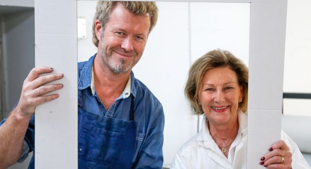 Queen Sonja makes art with Magne Furuholmen. Photo: Tom A Kolsstad