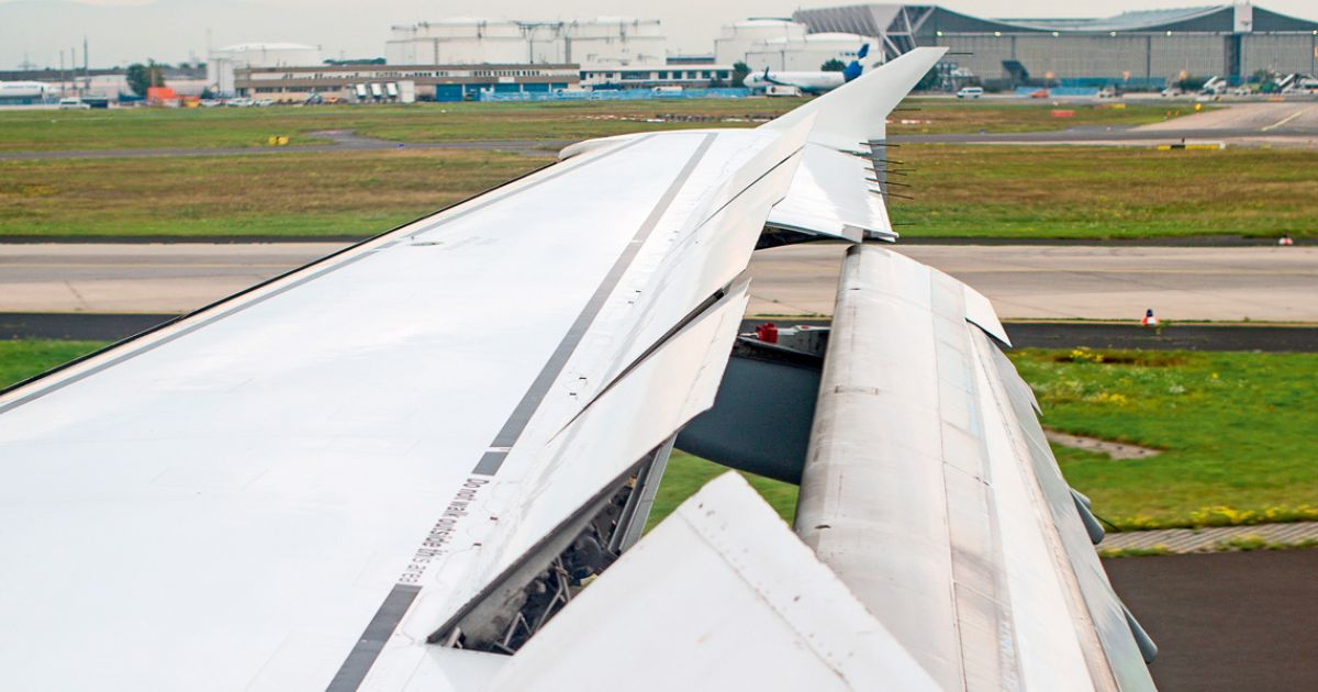 Why wings extend before take off   Scandinavian Traveler