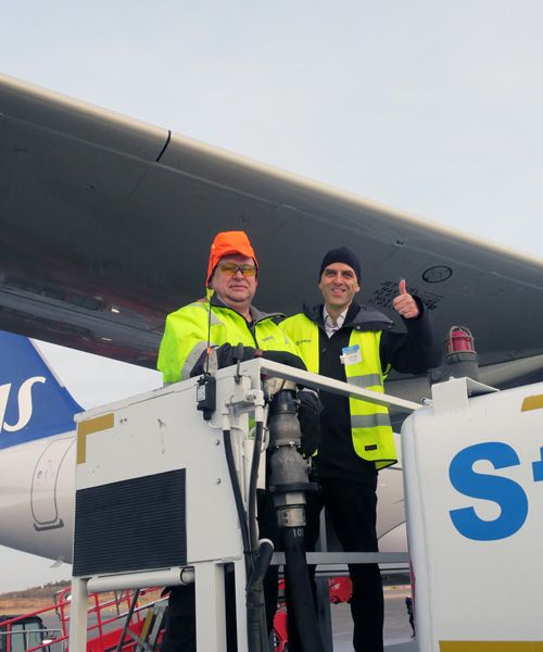 SAS' Lars Andersen Resare during the refueling of biofuel at Arlanda.