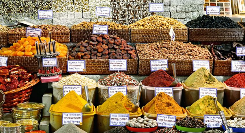 A visit to a bazaar or a local market is a must. Photo: Shutterstock
