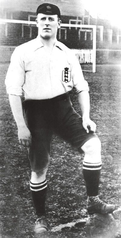 Alf Common became the first player to cost over €1,000 when he moved from Sheffield United to Sunderland.