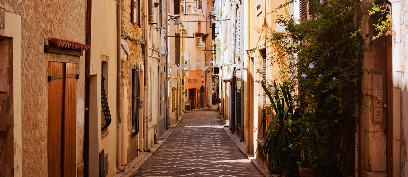 The winding streets of Antibes Old Town. Photo: Shutterstock