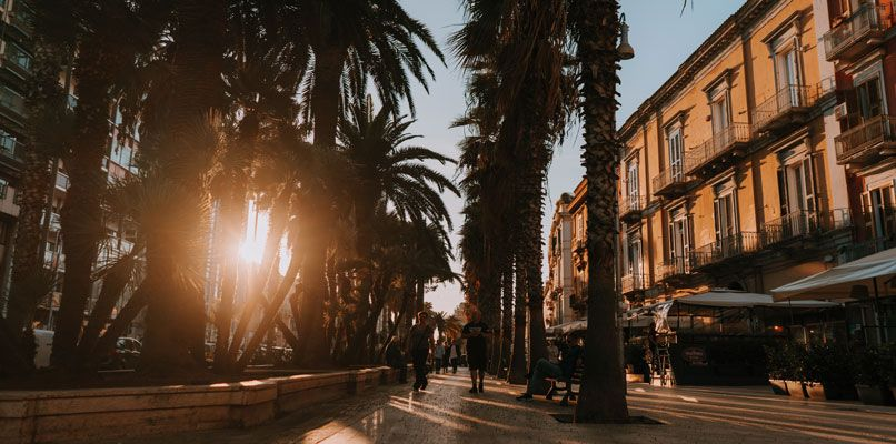 The sun sets at Corso Vittorio Emanuele. Photo: Chiara Magi