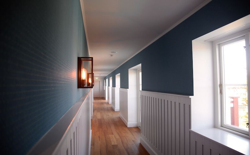 The blue corridor at Strandhotellet. Photo: Lise Hannibal
