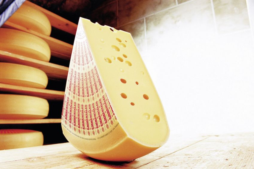 Emmentaler.Kanskje en av de mest populære blant sveitserostene. Foto: Switzerland Cheese Marketing AG.