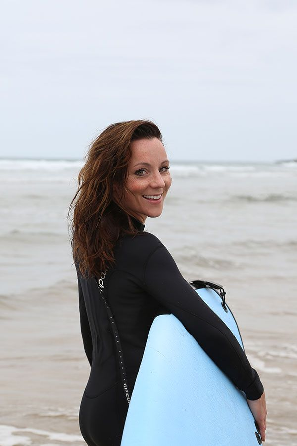 Frida Ramstedt is learning how to surf with Surfakademin.