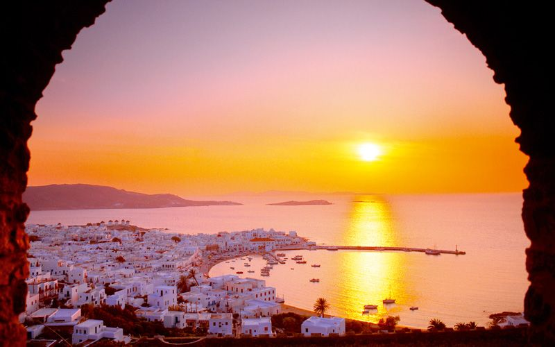 Going to Greece guarantees lots of sunshine and sunsets. Photo: Getty Images
