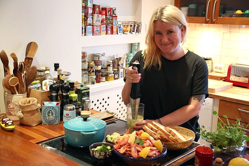 Helle Øder Valebrokk runs the HellesKitchen blog. She has also published a cookbook.