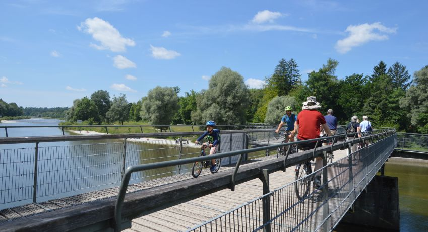Various cycle and pedestrian bridges now span the Isar as part of the restoration project. Photo: Hanne Høiberg