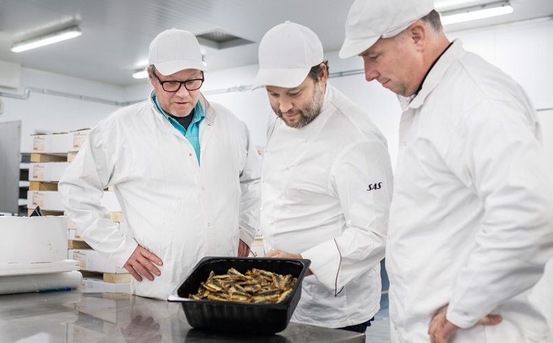 The all-important quality control taste test performed by  Kent Karlsson, together with the SAS team. Photo: Jens Bäckström