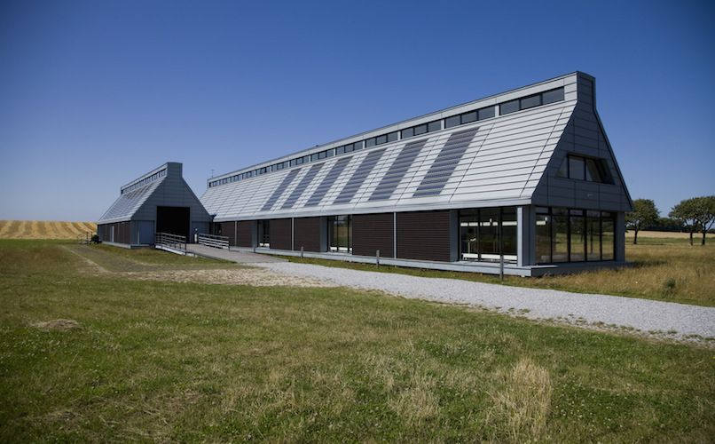 Energiakademiet (The Energy Academy) are behind Samsø's green goals. This building is, of course, sustainable - among other things. It gets its energy from solar cells on the roof and the island's wind turbines. it also uses rainwater for toilet flushings. Foto: Christian Juhl/VisitSamsø