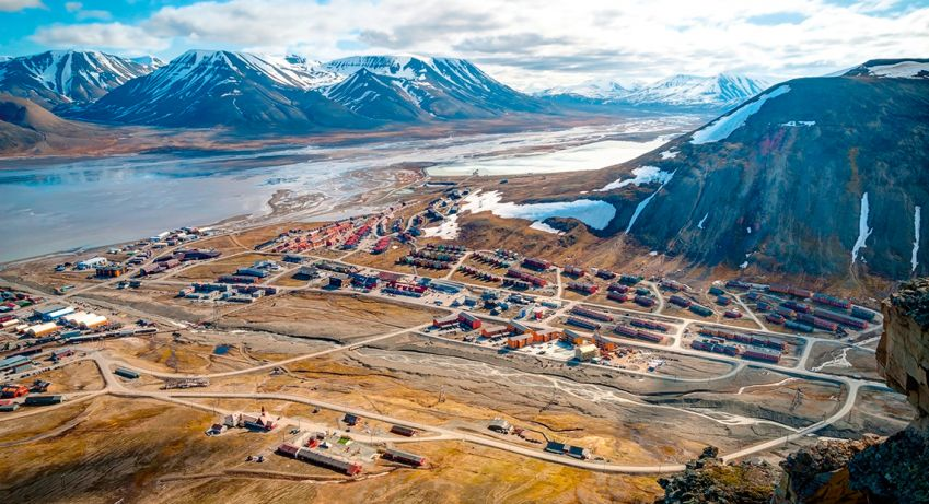 The view over Longyearbyen, Svalbard. Photo: Shutterstock