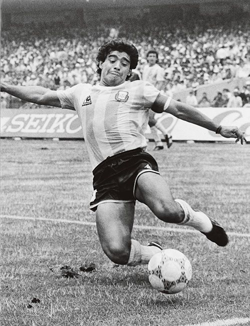 Diego Maradona is one of a select few to break the record twice. First, from Barcelona to Napoli, then, two years later, to Barcelona, for €5.5 million. Photo: Getty Images