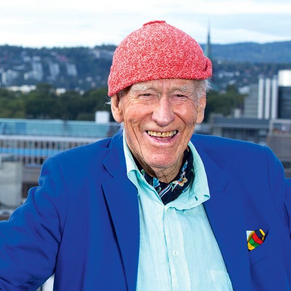 "Thon's life partner, Sissel Berdal Haga, knits his red hats. ""It all started when I lost my hat and needed a new one quickly as I don't have much hair left,"" he explains.""She only had some red wool. So that's how it came about."" Photo: Gry Traaen"