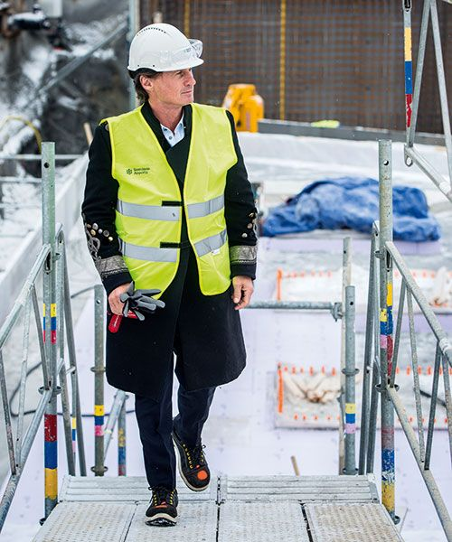 Stordalen inspecting the building site of Comfort Hotel Arlanda, due to open in 2020. Photo: Magnus Liam Karlsson