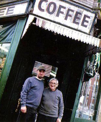 Bobby og Ralph i Polcari's Coffee i Boston, USA. Foto: Polcari's Coffee