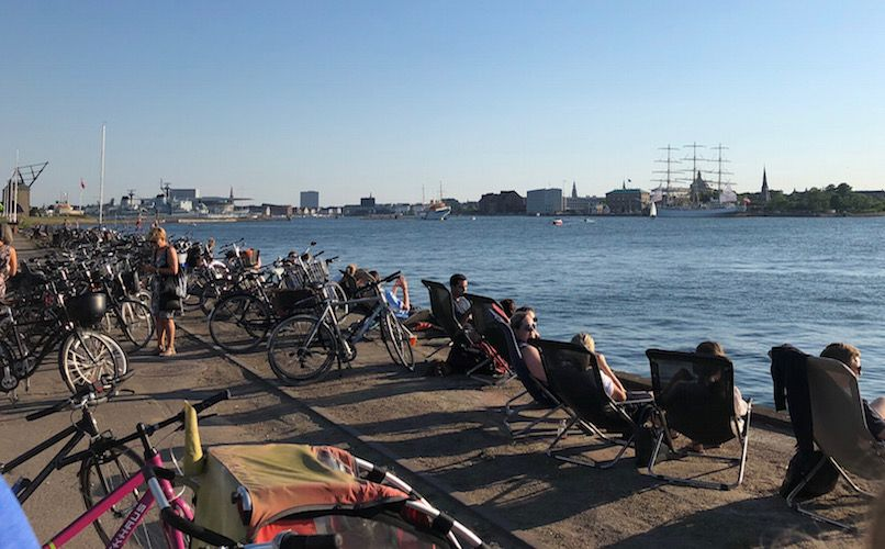 Relax by the water infront of Reffen street food. Photo: Lise Hannibal