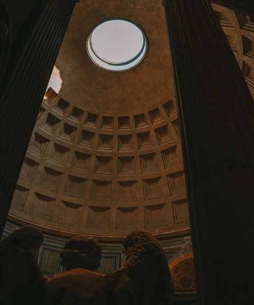 Make sure to visit the Pantheon at 12 am (13 am on summertime) when the light flows through the hole in the cieling and out through the entrance. Photo: Chiara Magi