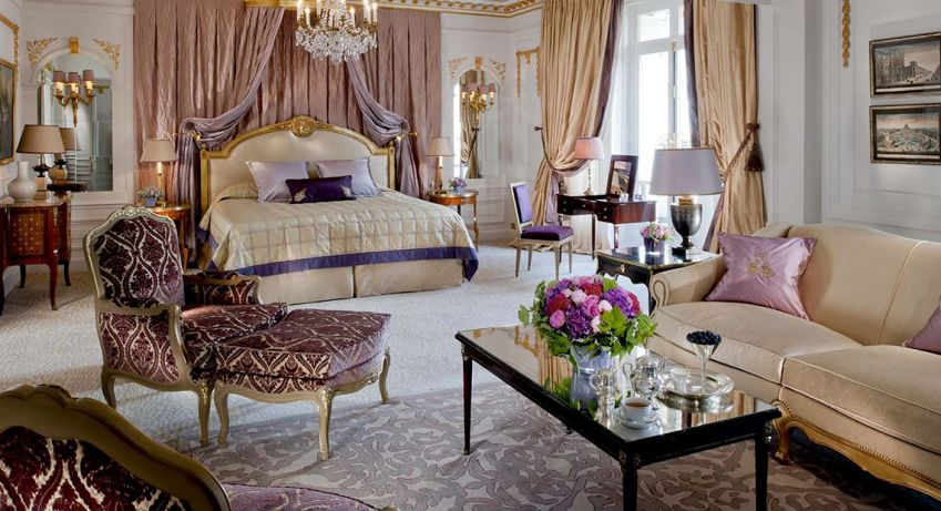 Royal Suite, Hôtel Plaza Athénée in Paris.