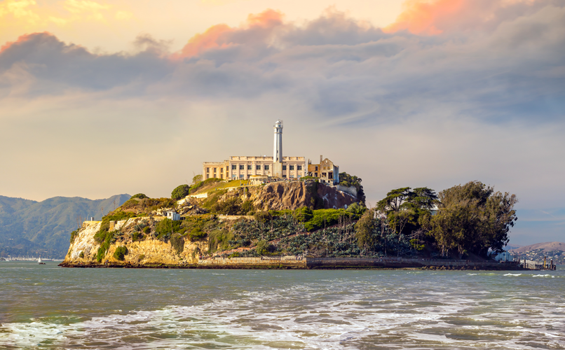 Det infamous prison Alcatraz is just a short boat ride away. Make sure to book a tour in advance. Photo: Shutterstock