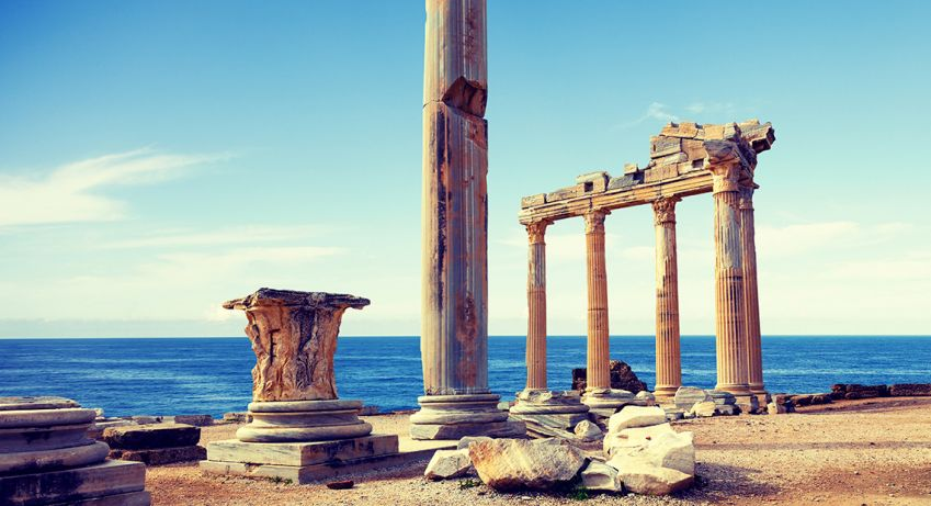 The Temple of Apollo and Athena is a particularly beautiful sight to see at sunset. Photo: Shutterstock