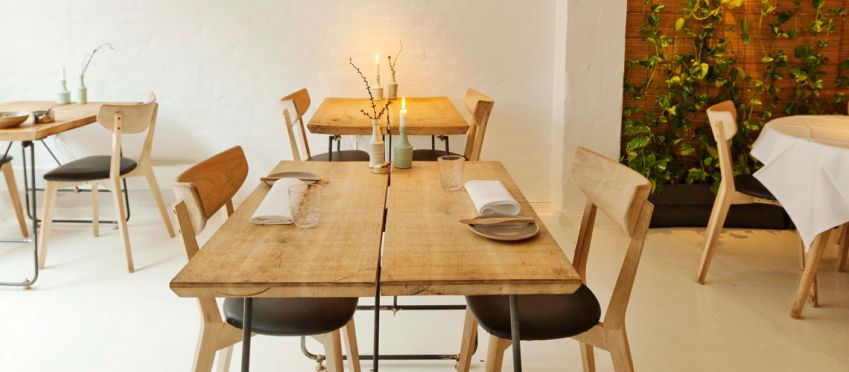 At Substans there are no white tablecloth, but brick walls and rough oak tables. Photo: Magnus Jönsson