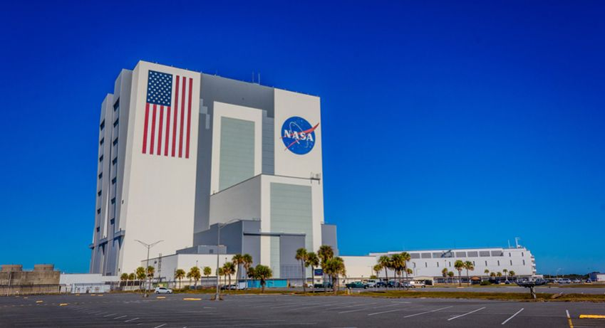 The Vehicle Assembly Building ved Kennedy Space Center er verdens højeste 1-etages bygning. Foto: Shutterstock
