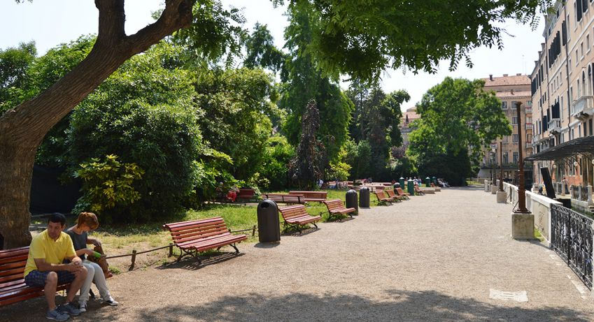 Rest your feet at a bench in the Royal Garden. Photo: Emma Brink
