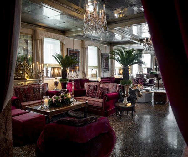The Oriental Bar at the Hotel Metropole. Photo: Hotel Metropole.